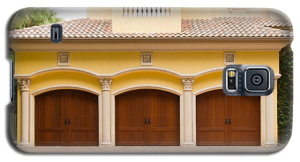 Triple Garage Doors Galaxy S5 Case by Les Palenik