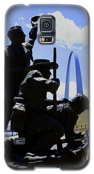Galaxy S5 Case featuring the photograph Triumphant Return by John Freidenberg