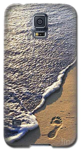 Tropical Beach With Footprints Galaxy S5 Case