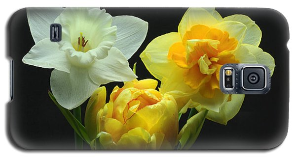 Galaxy S5 Case featuring the photograph Tulip With Daffodils by Robert Pilkington