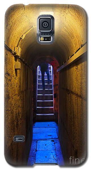 Dungeon Galaxy S5 Case - Tunnel Exit by Carlos Caetano
