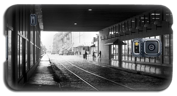 Galaxy S5 Case featuring the photograph Tunnel Reflections by Lynn Palmer