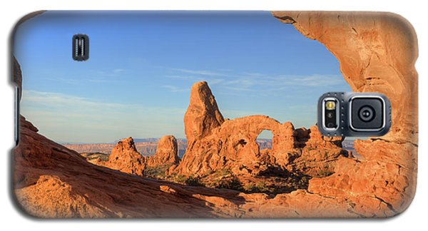 Galaxy S5 Case featuring the photograph Turret Arch Through North Window by Alan Vance Ley