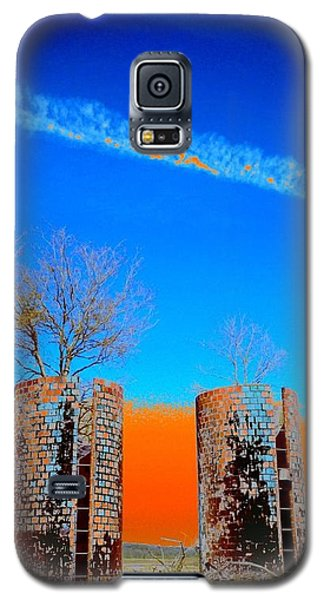Galaxy S5 Case featuring the photograph Twin Silos 2 by Karen Newell