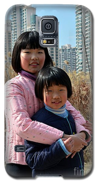 Two Chinese Teen Sisters Hug  And Embrace Shanghai China Galaxy S5 Case