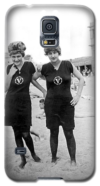 Two Girls At Venice Beach Galaxy S5 Case by Underwood Archives