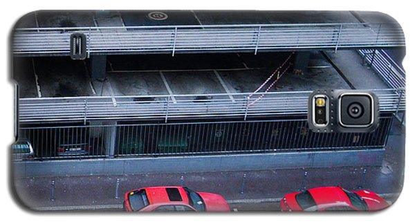 Transportation Galaxy S5 Case - Two Red Cars In The City by Matthias Hauser