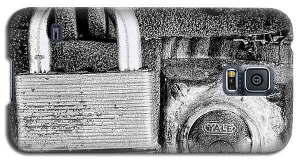 Two Rusty Old Locks - Bw Galaxy S5 Case