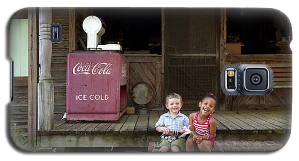 Two Young Children Pose On The Steps Of A Historic Cabin In Rural Alabama Galaxy S5 Case