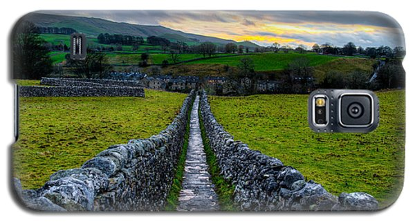 Typical Long Narrow Stone Country Walkway To A Small Village Galaxy S5 Case