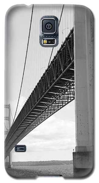 Under Mighty Mac Lake Michigan Black And White Galaxy S5 Case by Bill Woodstock