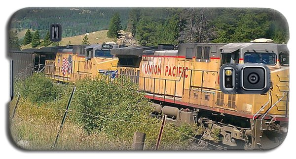 Galaxy S5 Case featuring the photograph Union Pacific 6587 by Fortunate Findings Shirley Dickerson