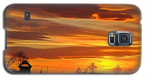 Galaxy S5 Case featuring the photograph Unique Sunset by Lynn Hopwood
