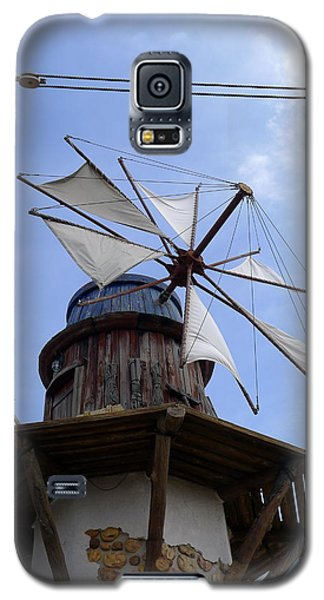 Galaxy S5 Case featuring the photograph Universal Windmill by Richard Reeve