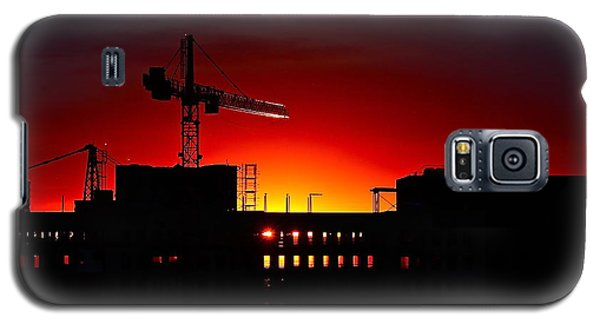 Galaxy S5 Case featuring the photograph Urban Sunrise by Linda Bianic