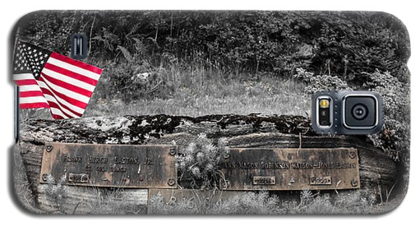 Galaxy S5 Case featuring the photograph Usmc Veteran Headstone by Sherman Perry