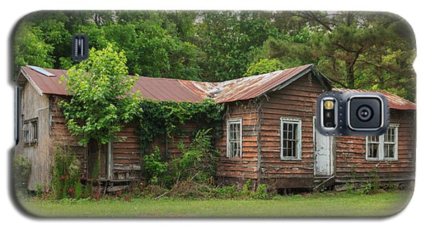 Galaxy S5 Case featuring the photograph Vacant Rural Home by Patricia Schaefer