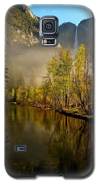 Galaxy S5 Case featuring the photograph Vanishing Mist by Duncan Selby
