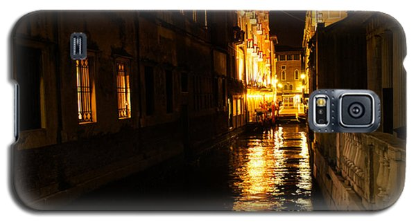 Galaxy S5 Case featuring the photograph Venetian Golden Glow by Georgia Mizuleva