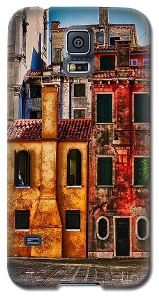 Galaxy S5 Case featuring the photograph Venice Homes by Jerry Fornarotto