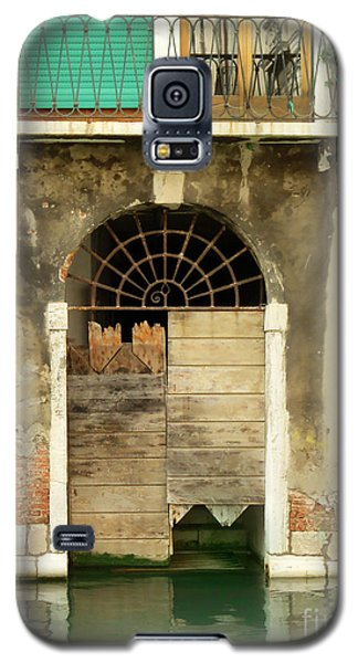 Venice Italy Boat Room Shutters Galaxy S5 Case