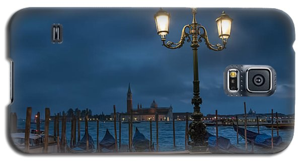Galaxy S5 Case featuring the photograph Venice Streetlight by Phyllis Peterson