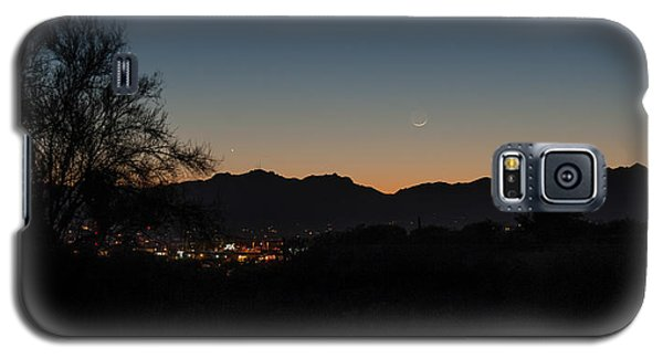 Galaxy S5 Case featuring the photograph Venus And A Young Moon Over Tucson by Dan McManus