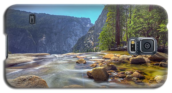 Galaxy S5 Case featuring the photograph Vernal Falls Overlook by Mike Lee
