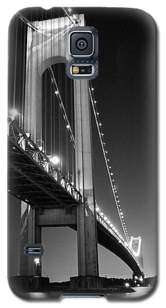 Verrazano Bridge At Night - Black And White Galaxy S5 Case by Gary Heller