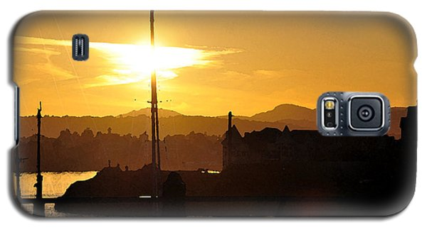 Galaxy S5 Case featuring the digital art Victoria Harbor Sunset 1 by Kirt Tisdale