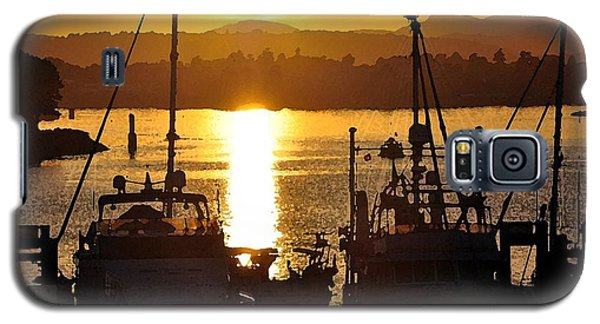 Galaxy S5 Case featuring the digital art Victoria Harbor Sunset 2 by Kirt Tisdale