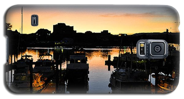 Galaxy S5 Case featuring the digital art Victoria Harbor Sunset 3 by Kirt Tisdale