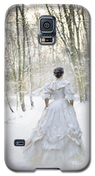 Victorian Woman Running Through A Winter Woodland With Fallen Sn Galaxy S5 Case