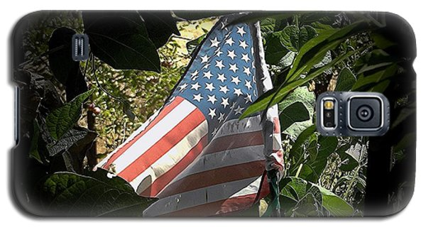 Galaxy S5 Case featuring the photograph Victory Garden by Andrew Drozdowicz