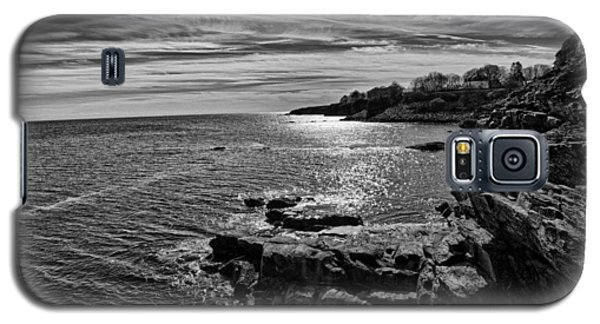 Galaxy S5 Case featuring the photograph View From The Cliffwalk by John Hoey