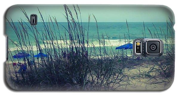 View Thru The Beach Grass Galaxy S5 Case