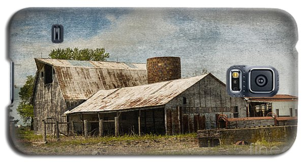 Barn -vintage Barn With Brick Silo - Luther Fine Art Galaxy S5 Case by Luther Fine Art