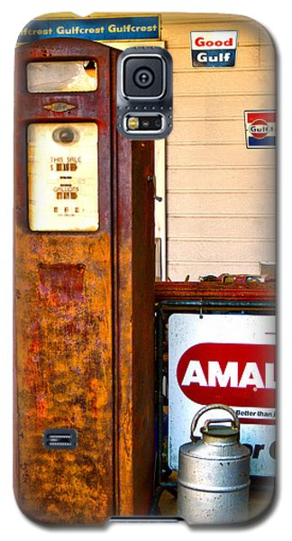Galaxy S5 Case featuring the photograph Vintage Bassett Gas Pump   by Lesa Fine