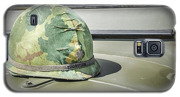 Vintage Helmet On Jeep Hood Galaxy S5 Case