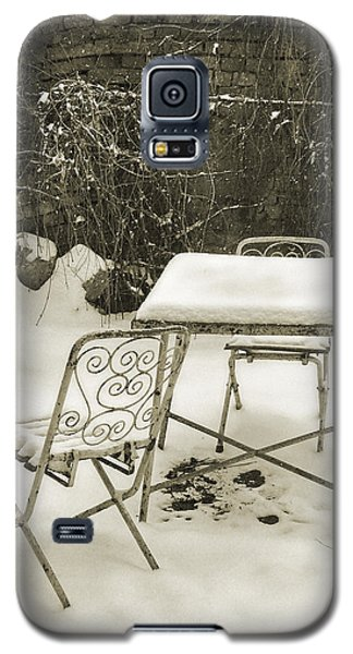 Vintage Metal Chairs Covered With Snow Galaxy S5 Case