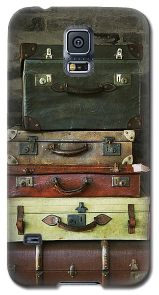 Galaxy S5 Case featuring the photograph Vintage Suitcases by Ethiriel  Photography