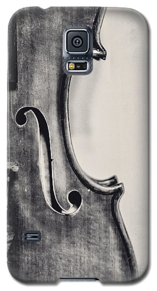 Violin Galaxy S5 Case - Vintage Violin Portrait In Black And White by Emily Kay