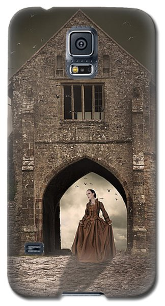 Galaxy S5 Case featuring the photograph Vintage Woman Standing Under Archway by Ethiriel  Photography