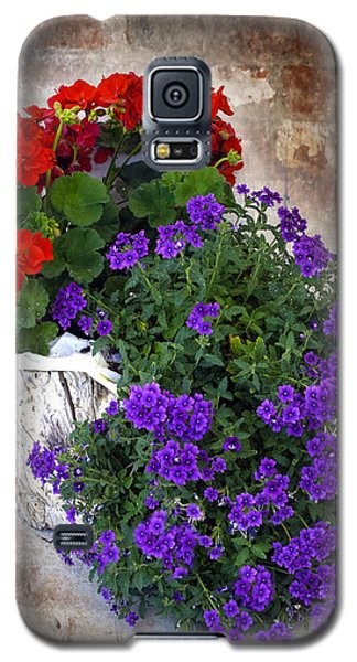 Violets And Geraniums On The Bricks Galaxy S5 Case by William Havle