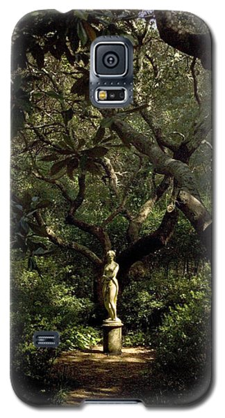 Galaxy S5 Case featuring the photograph Virginia Dare Statue by Greg Reed