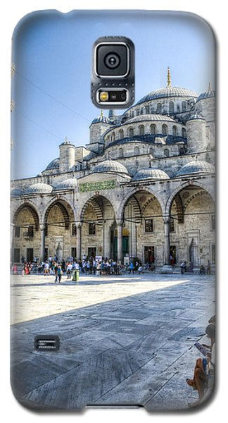 Visitors At The Blue Mosque Galaxy S5 Case