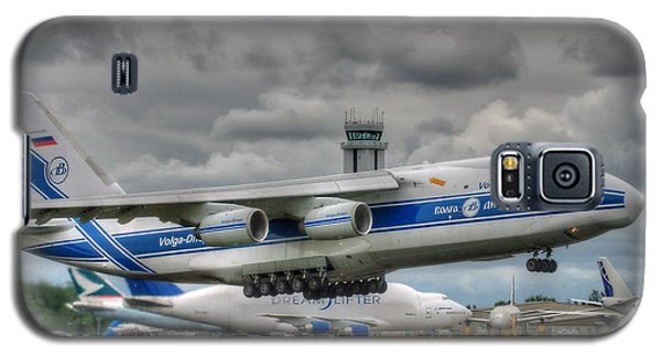 Galaxy S5 Case featuring the photograph Volga-dnepr An124  by Jeff Cook