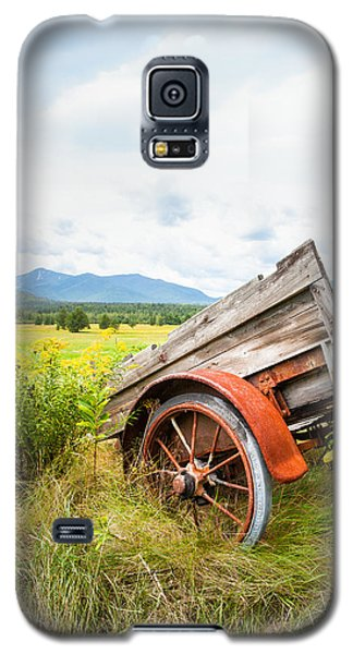 Galaxy S5 Case featuring the photograph Wagon And Wildflowers - Vertical Composition by Gary Heller