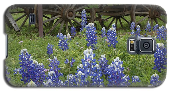 Wagon With Bluebonnets Galaxy S5 Case by Susan Rovira