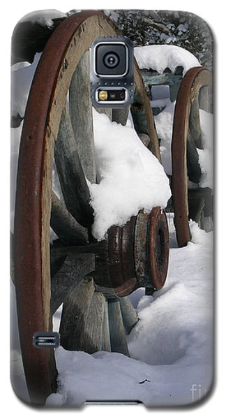 Galaxy S5 Case featuring the photograph Wagons West by Jennifer Lake